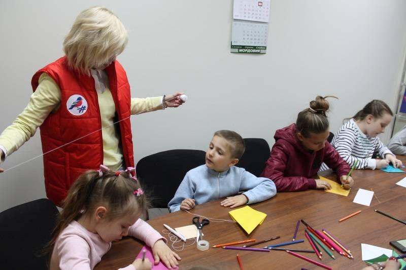 Активисты «Молодежки ОНФ» в Мордовии провели для детей мастер-класс по изготовлению воздушного змея