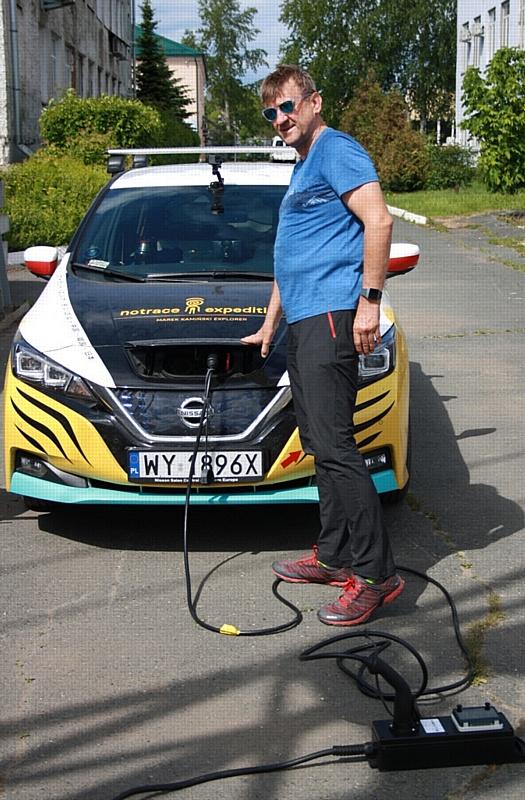 МРСК Центра и Приволжья зарядила электромобиль известного путешественника в Ижевске