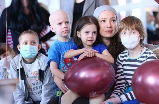 НИЕВ: помощь больным детям