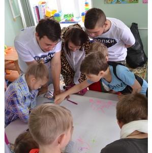 Участники движения «Зарница» подарили маленьким пациентам Травмбольницы Сургута сладкое настроение