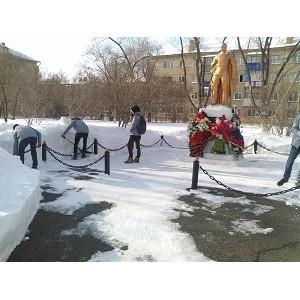 Активисты ОНФ в Оренбургской области провели акцию по благоустройству воинского мемориала в Гае