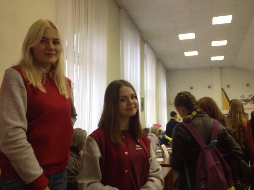 Студенты Дзержинского филиала РАНХиГС приняли участие в ярмарке учебных мест для школьников