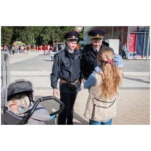 Сотрудник полиции Зеленограда вернул потерявшуюся девочку родителям
