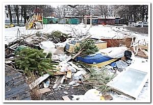 Жильцы и УК Медведь вывезли два «Камаза» мусора с муниципальной земли