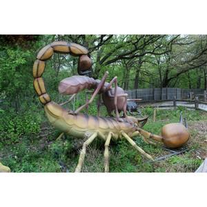 «М5 Молл» подвергся нашествию гигантских насекомых