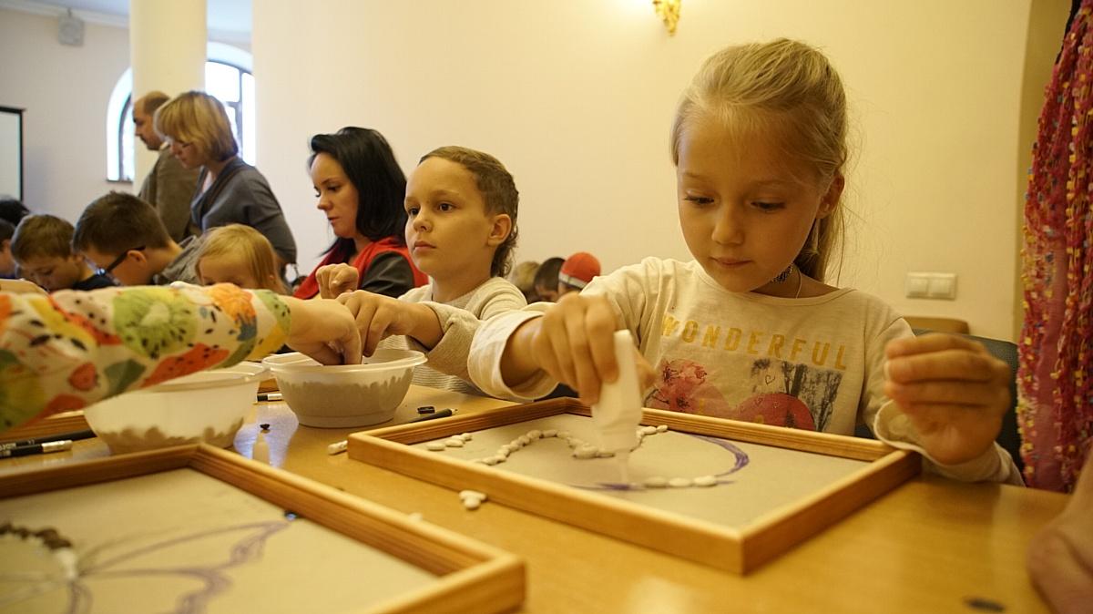 Кинокомпания «Союз Маринс Групп» подарила праздник детям воскресной школы храма Сергия Радонежского