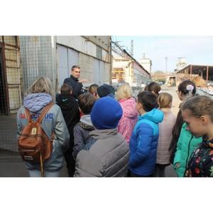 Волгоградские активисты ОНФ организовали для школьников экскурсию на консервный завод