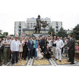 Перед «Маринс Парк Отель Ростов» открыли памятник Александру Ханжонкову
