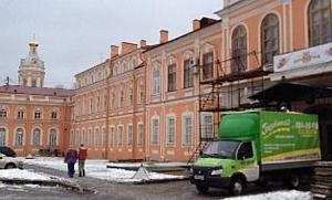 «ГрузовичкоФ» помог Александро-Невской Лавре перевезти алтарь