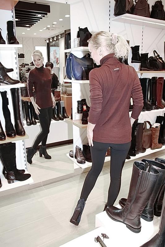 Ирина Сашина носит обувь на высоком каблуке