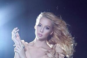 Модель Виктория Анисимова на обложке L'Officiel