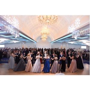Дети знаменитостей стали дебютантами Ломоносовского бала