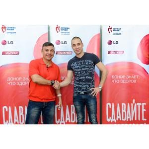 Спортсмены Константин Цзю и Глеб Гальперин поддержали юбилейный День донора LG и «Эльдорадо»