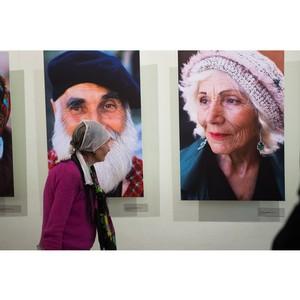 МКР-Медиа передала фотовыставку Игоря Гавара в Пенсионный фонд России