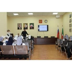 Активисты ОНФ в Чечне провели для учащихся Урок мужества, приуроченный ко Дню Героев Отечества