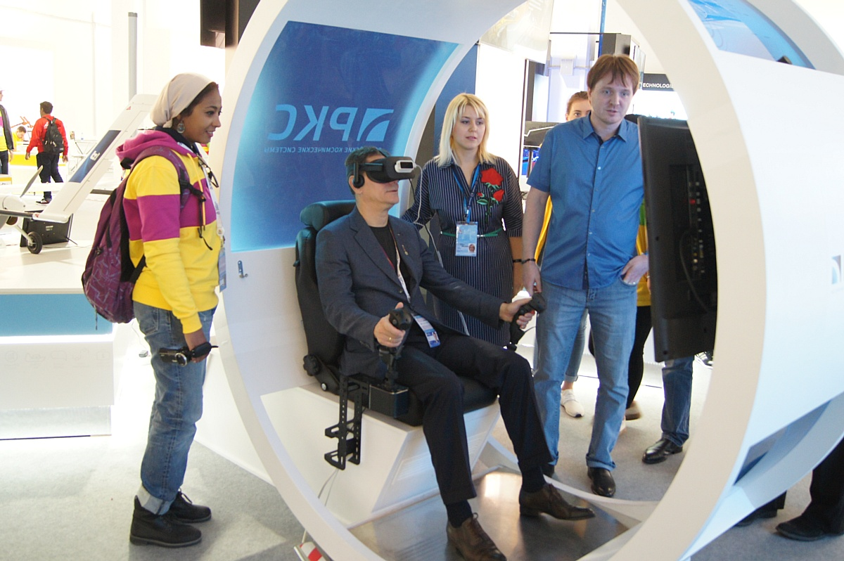 Экспозицию молодых изобретателей на XIX Всемирном фестивале молодежи и студентов в Сочи