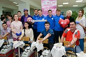Футбольный День донора LGс игроками «Зенит-Ижевск» и Руланом Нигматуллиным