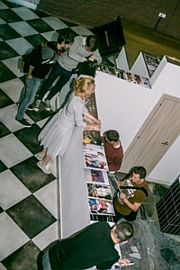 Проект-коллаборация художника Марии Красновой и диджеев в лофте на Малой Ордынке.