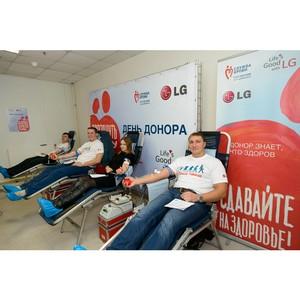 Юбилейный День донора на заводе LG с участием российского кикбоксера Владимира Минеева