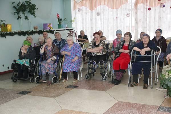 Сотрудники ФСИН Кузбасса провели благотворительную акцию в интернате для престарелых и инвалидов