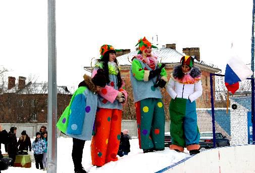 В Дзержинском филиале РАНХиГС отпраздновали Масленицу на коньках