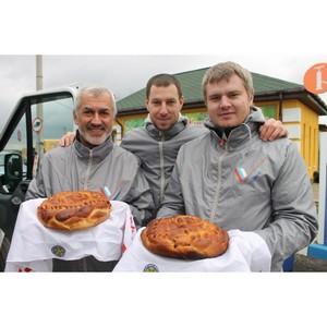 Волгоградские активисты ОНФ отпраздновали День народного единства выпечкой «каравая мира»