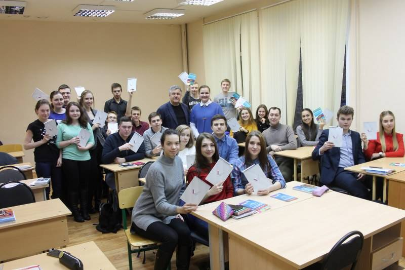 В День Конституции активисты ОНФ в Коми провели викторину и студенческий флешмоб