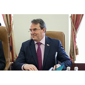 В СФ законопроект, затрудняющий снятие санкций с РФ, назвали пиаром сенаторов