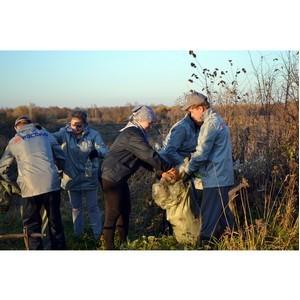 Активисты ОНФ в Башкортостане провели субботник на берегу реки Сим.