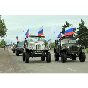 Активисты ОНФ в Туве организовали автопробег в честь Дня российского флага