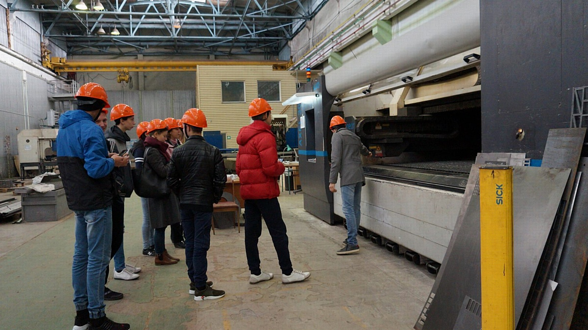 Воспитанники социально-реабилитационного центра региона  посетили ЗАО «РЦЛТ»