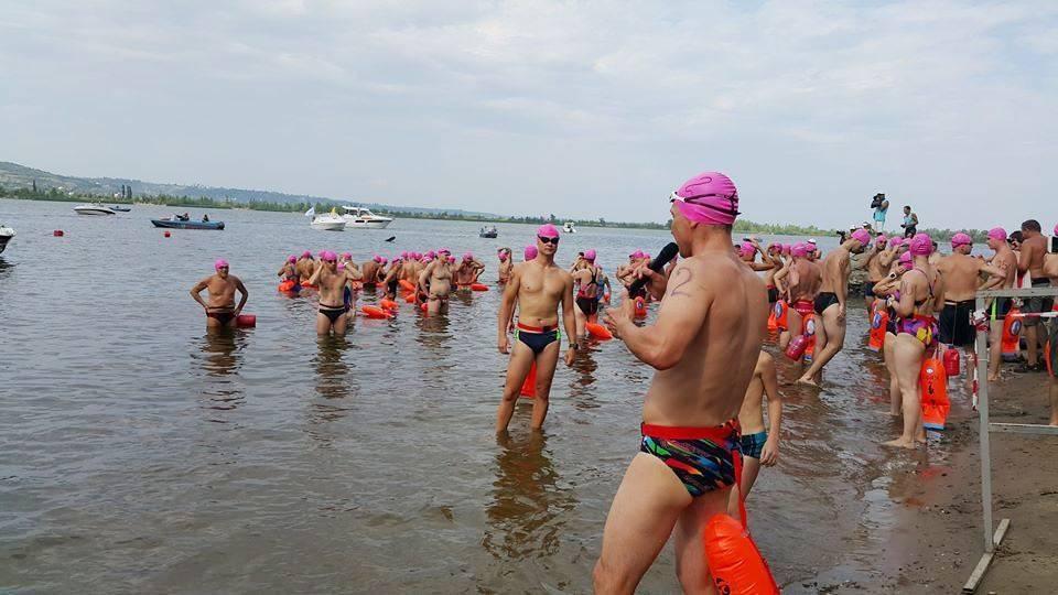 Работник «Саратовнефтегаза» принял участие в заплыве через Волгу