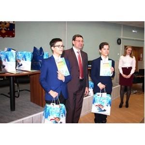 В Рязаньэнерго наградили победителей конкурса детских рисунков «Не влезай, убьет!»