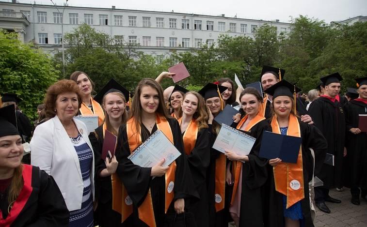 Дипломы о высшем образовании получили более шести тысяч выпускников УрФУ