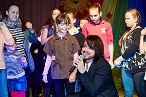 Дети из приютов Калужской области отметили День учителя вместе с артистами из Москвы