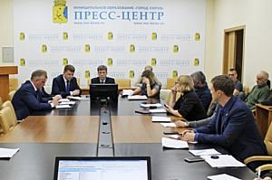Публичные слушания по ремонту дорог в Кирове превратились в обсуждение судьбы улицы Комсомольской