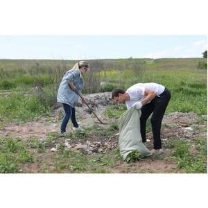 Волгоградские активисты ОНФ вновь вышли на уборку территории мемориала «Лысая гора»