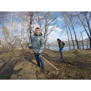 Активисты ОНФ организовали экскурсию и субботник в памятных местах Барнаула