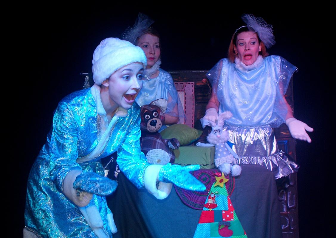 Театр «Синий Сарафан» подарил подопечным «Центра социальной реабилитации детей-инвалидов» сказку.