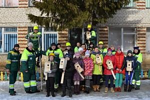 """Волонтеры """"Лафарж"""" и школьники деревни Бронцы позаботились о птицах"""