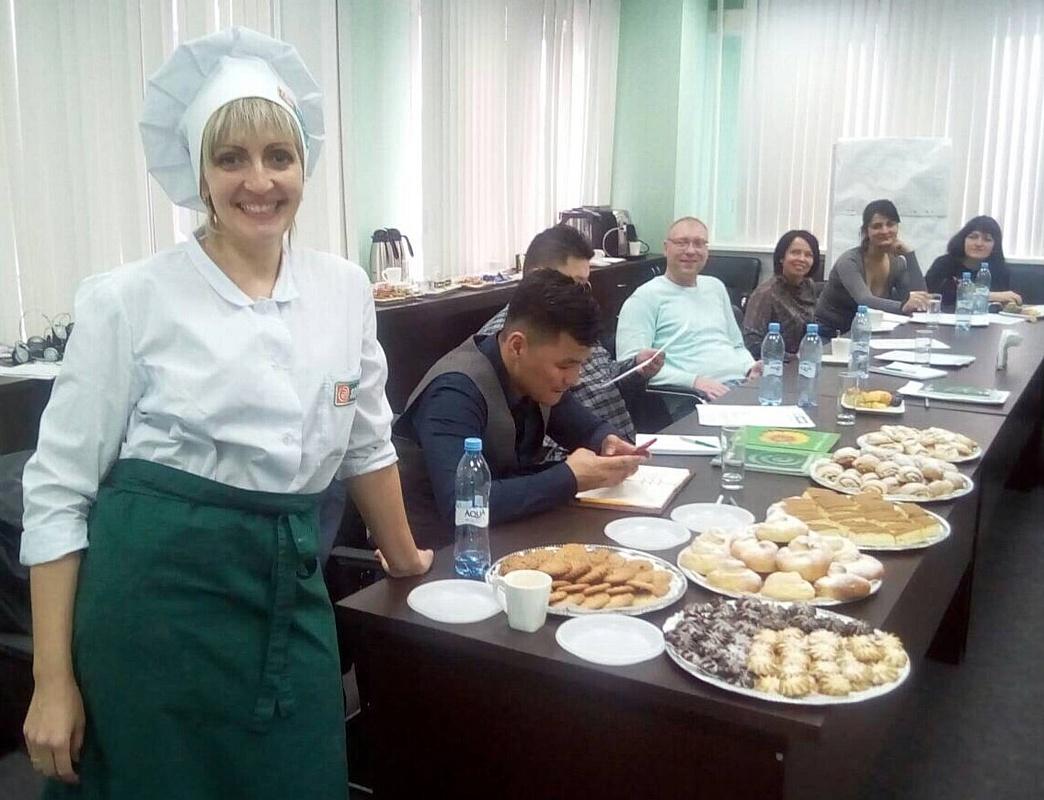 Холдинг «Солнечные продукты» показал зарубежным гостям СЖК полезную выпечку и новые маргарины
