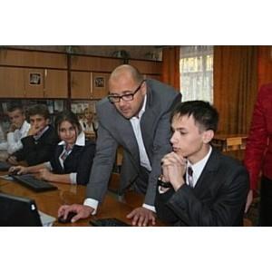 Харьковские школы получили компьютеры от Януковича