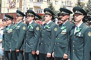 Брянские таможенники приняли участие в торжественном митинге, посвященном Дню партизан и подпольщиков