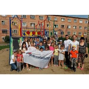 Команда «Молодежки ОНФ» привела в порядок детскую площадку в одном из дворов Кемерова