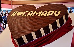 """""""«Россия» – щедрая душа!"""" в день рождения Самары угостила горожан рекордным шоколадным сердцем"""