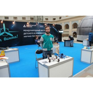 Экспозиция фестиваля «От винта!» на Международной выставке «Образование и карьера»