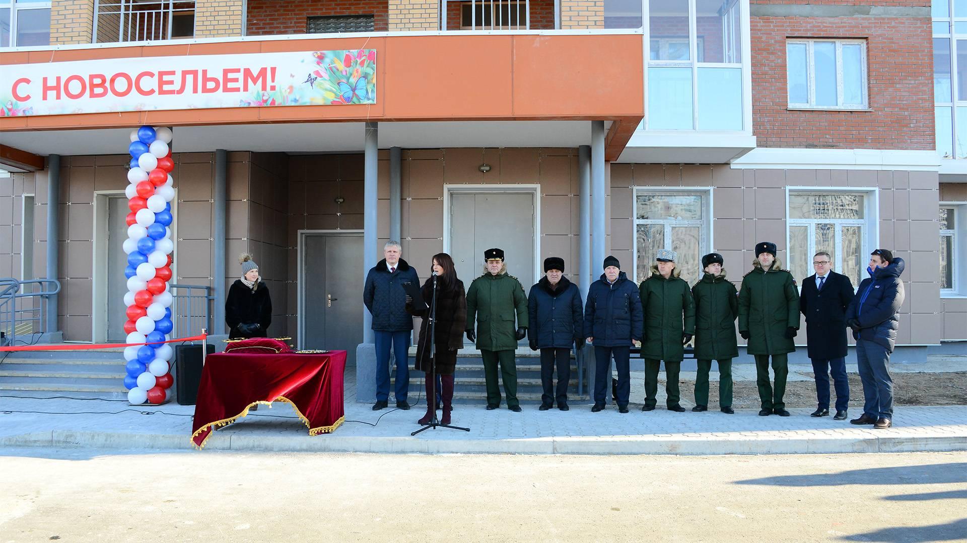 В Хабаровске военные строители сдали дом для дольщиков
