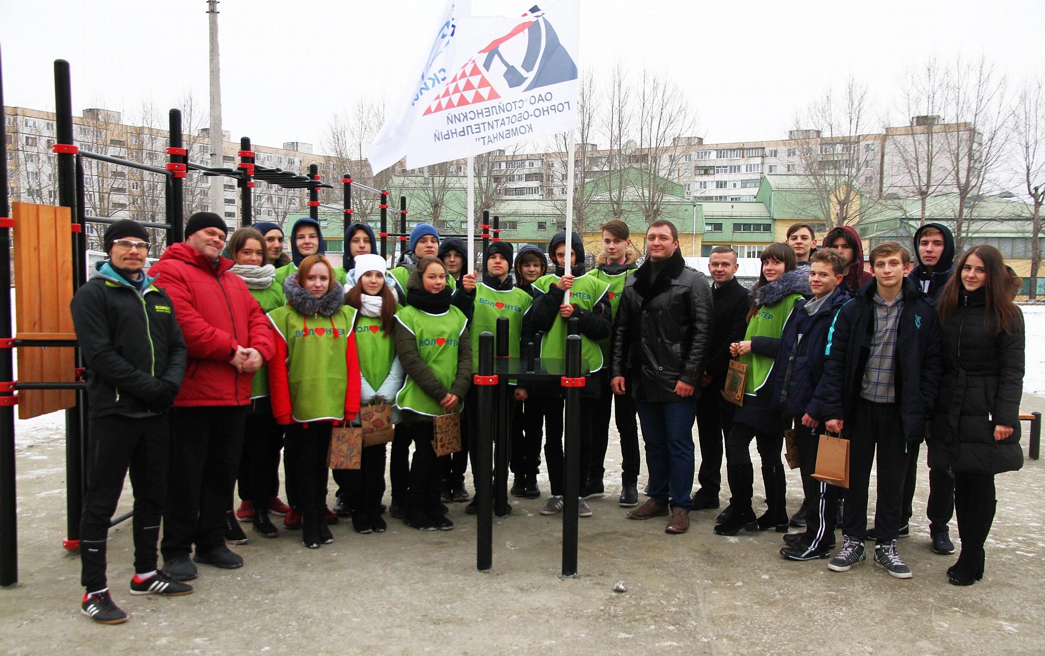 Сотрудник Стойленского ГОКа оборудовал в городе спортивную площадку