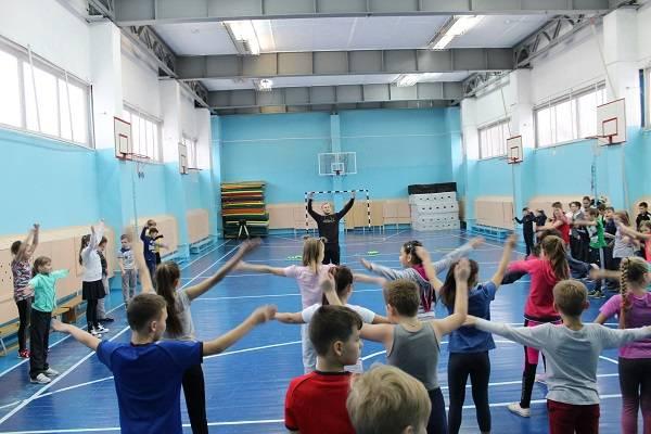 По инициативе ОНФ в школах Камчатки прошла акция «Зарядка с чемпионом»