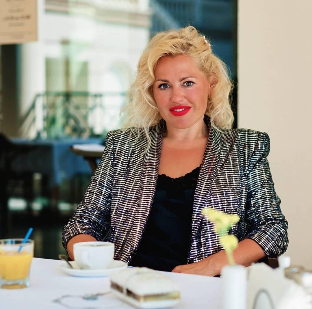 Женский коуч Регина Фролова раскрывает секрет абсолютной женственности